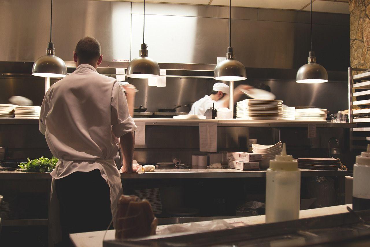 Como Escolher O Piso Ideal Para A Cozinha Do Seu Restaurante