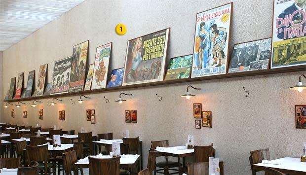 decoracao de cozinha hippie : decoracao de cozinha hippie:Clássicos pôsteres de cinema italiano dão um charme especial